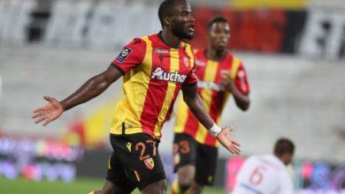 Photo de Ignatius Ganago marque son 4ème but consécutif à Nîmes et sort sur blessure!