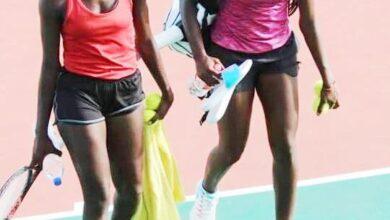 Photo de Les sœurs jumelles ELOUNDOOU championnes du Cameroun de tennis, bénéficiaires d'une bourse de formation de 4 ans aux Etats Unis